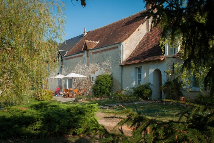Spacious house in Loire Valley - Saint-Hippolyte - Huis