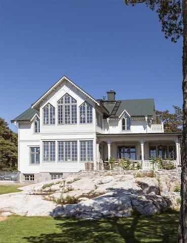 Spectacular seaside house