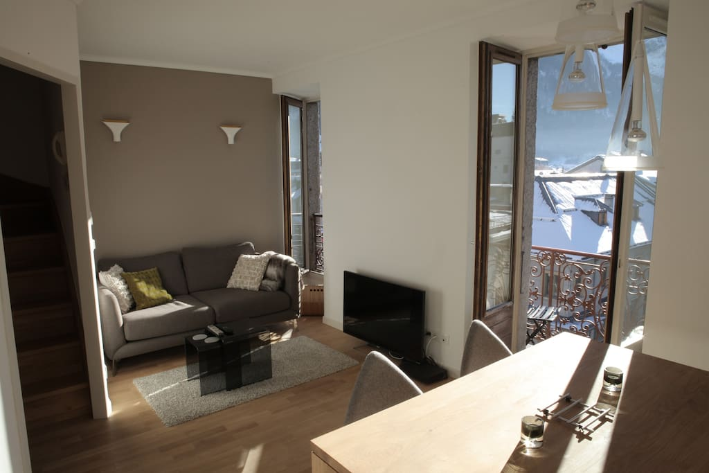 Living room with balcony and view of Mont-Blanc