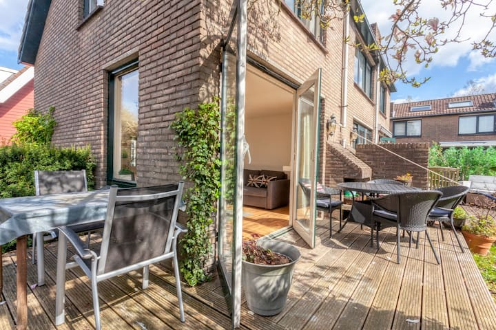 Vinkeveen Lake house (no3) sleeps 4, great views