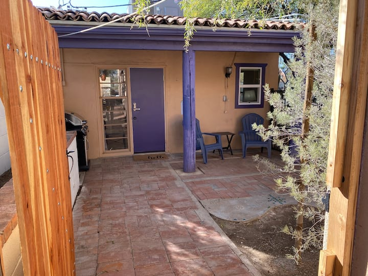 Candy's Clean and Cozy Mid-Town Casita