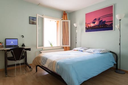 Cheap Room +Taxi Free - Bern - Casa