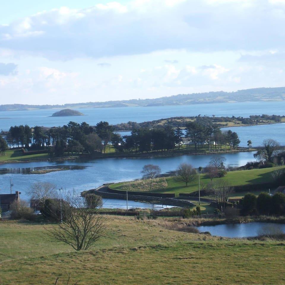 Simmy Bay, 1 minute walk