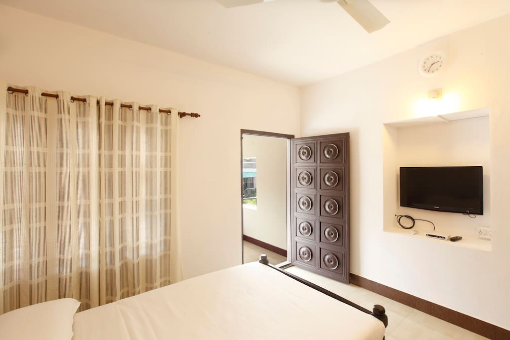Bedroom with private balcony, Air conditioned and en suite bathroom
