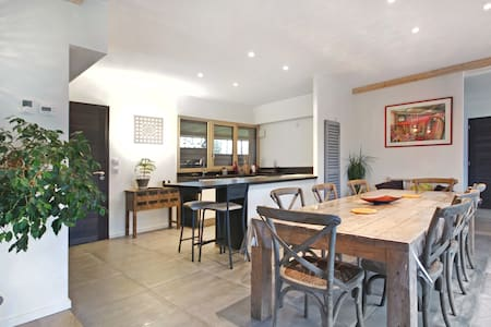 Charmante maison d'archi en bois