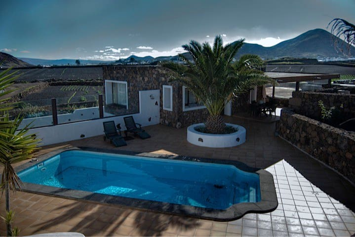 Las Peladas house /private pool - Tinajo - House