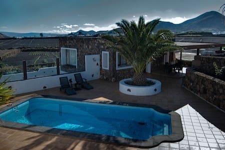 Las Peladas house /private pool - Тинахо