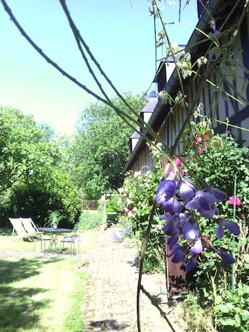 En Pays d'Auge dans la vallée: la Forge Coupeur - Saint-Sylvestre-de-Cormeilles - Ev