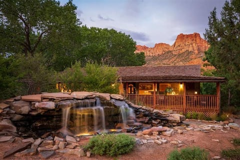 B&B Entire Guest Suite- Easy Walking Distance to Free Springdale/Zion National Park Shuttle - Queen Bed