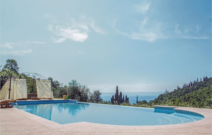 Holiday cottage with 2 bedrooms on 80m² in Garda (VR)