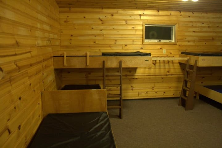 Lone Prairie Camp - Ferintosh - Dormitorio compartido