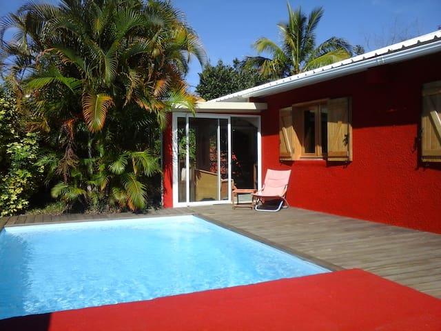 Maison chaleureuse avec piscine - Le Tampon - Hus
