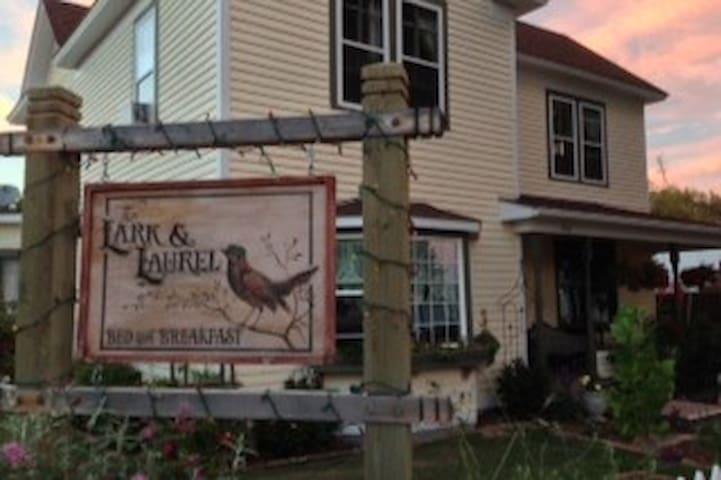Lark and Laurel House - Ivory Room