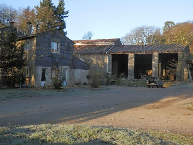 ferme des Enclauses, la maison - Courniou - Casa
