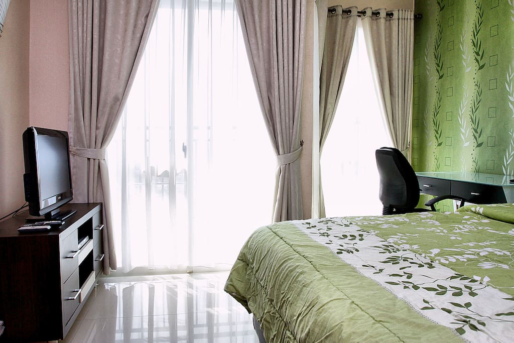 Bright room with balcony
