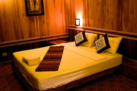 This is a superior double bedroom with 1 king size bed for 2people. This superior room has ensuite with aircon, ceiling fan, cable TV, unlimited wifi in the room.  We also have a lovely shared & private balcony with tea & coffee available 24/7.