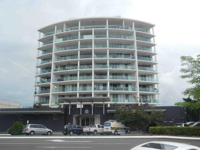 Mod 2BD 2 Bth City Centre & Parking - Cairns - Byt