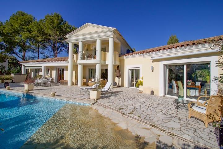 Prestigieuze Villa van 220m² met Zwembad en Tuin