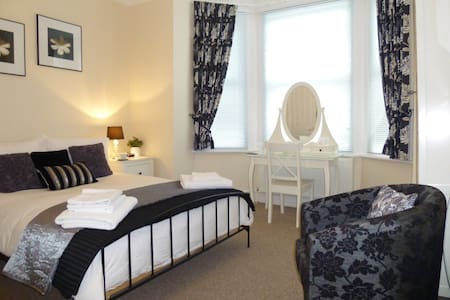 Lovely double en suite room