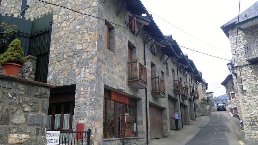 Acogedor en el corazon del pirineo3 Zona Formigal - Tramacastilla de Tena - อพาร์ทเมนท์