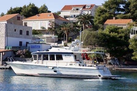 Captain's Villa Honeymoon Suite - Lumbarda