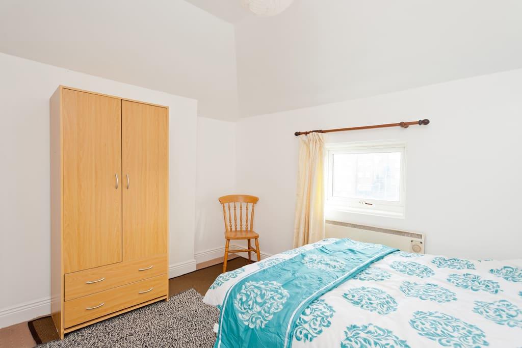 guest bedroom. view 2
