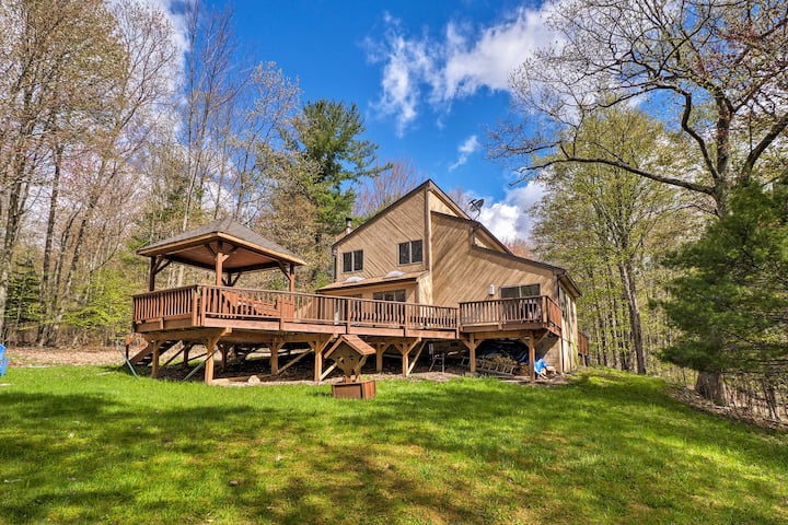 Modern Home w/ Deck, 5 Minutes to Windham Resort!