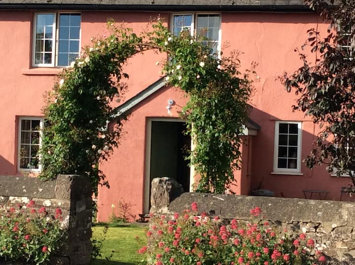 Glasbury Vegetarian B&B, Hay on Wye 4.1 miles