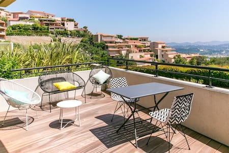 LUXURY APARTMENT - TERRACE WITH GREAT VIEW ON THE BAY OF CANNES