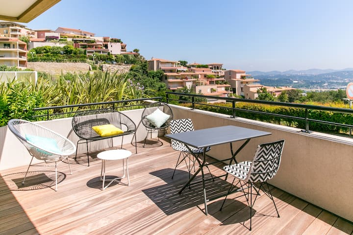 Luxury apt- Terrace and view on the bay of Cannes
