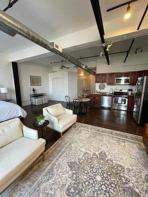Spacious loft in Historic Baggs Square District