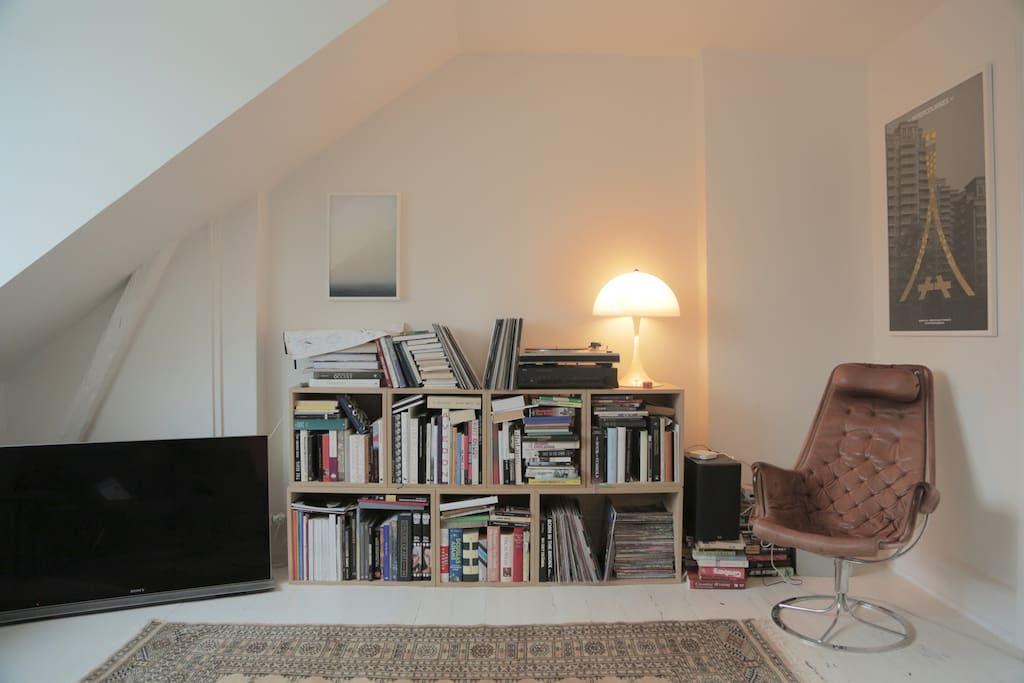 TV, Recordplayer & Books!