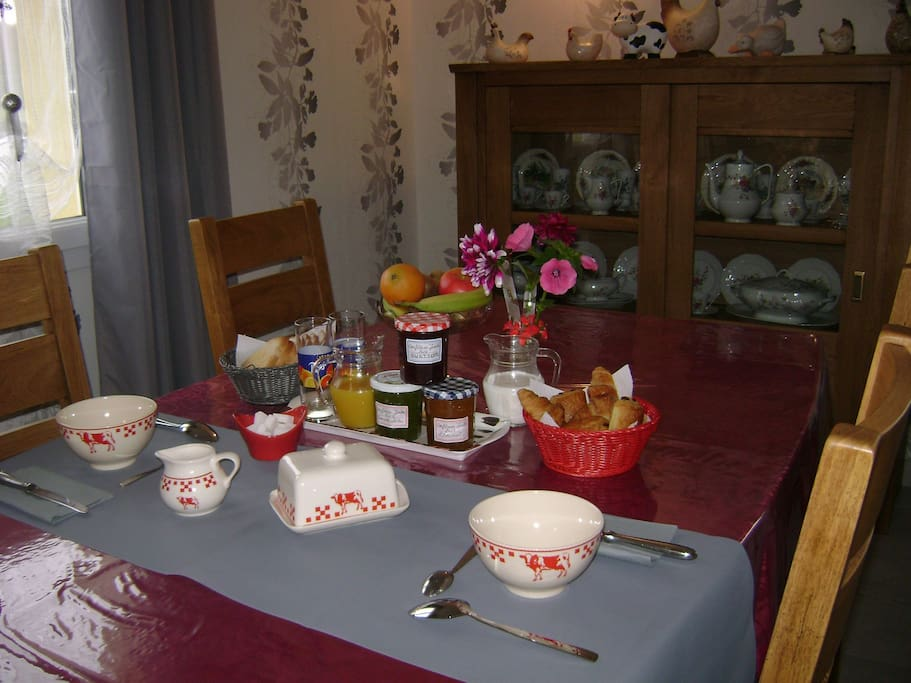 Petit déjeuner en salle à manger