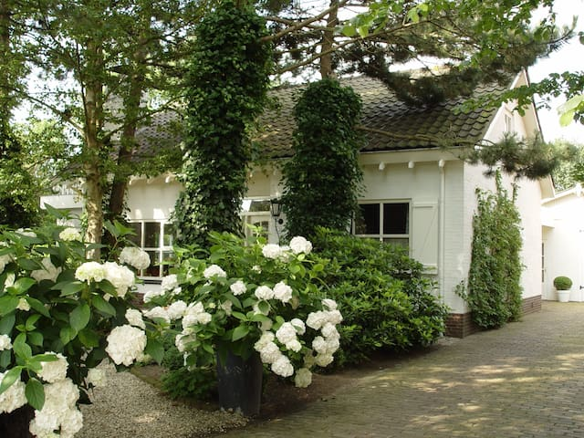 Beautiful house + romantic garden - Limmen