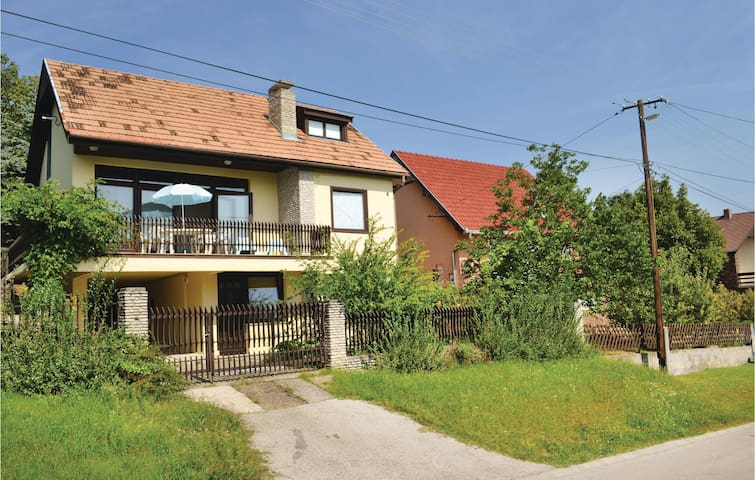 Holiday apartment with 2 bedrooms on 57 m² in Balatonalmádi
