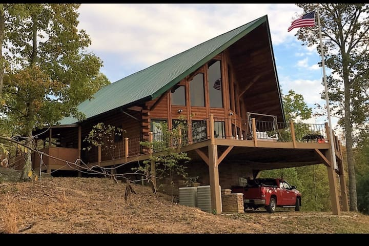 Amazing cabin on 35 acres with breathtaking views!