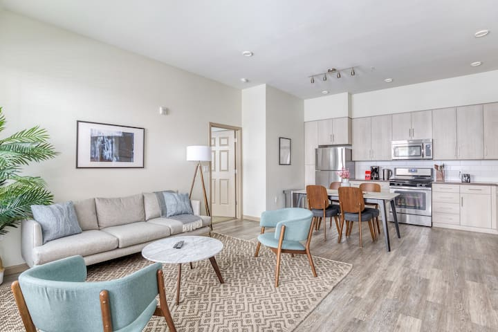 Lovely 2BR Apartment in Pleasanton, Pool + Parking