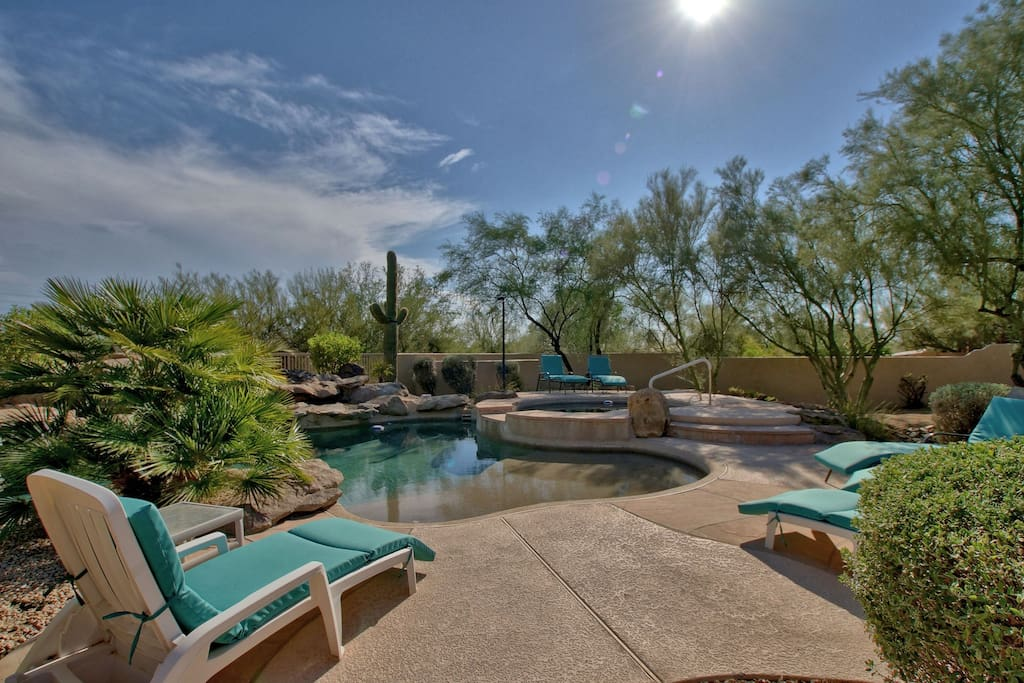 Relax by the pool, 6 lounge chairs with pads