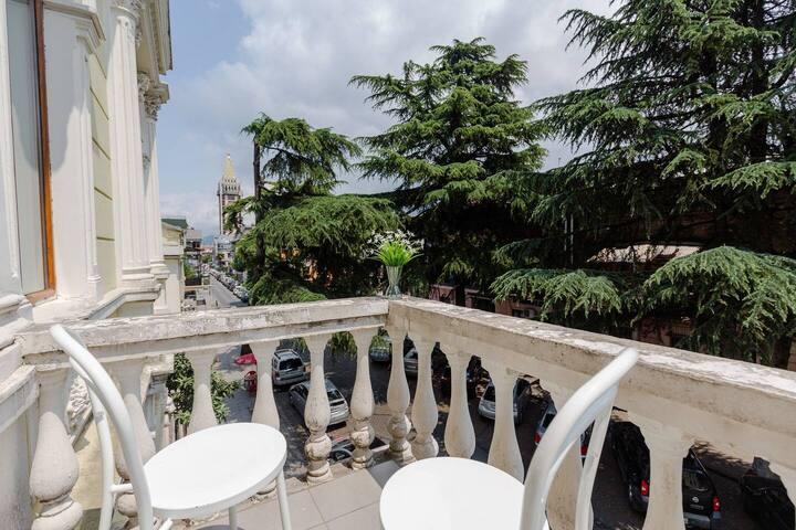 ✺2BR apt. w/ balcony near Piazza✺