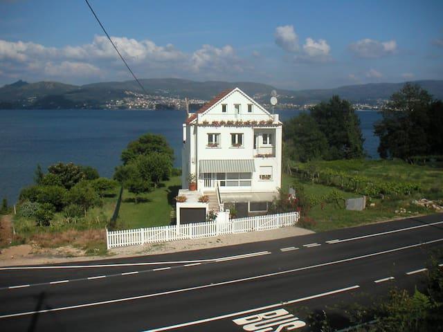 Magnifico apartamento en casa al lado del mar - San Adrian de Cobres ( Vilaboa ) Pontevedra - Apartment