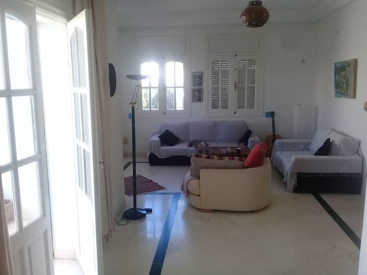 chambre dans étage de villa à Bousselsla