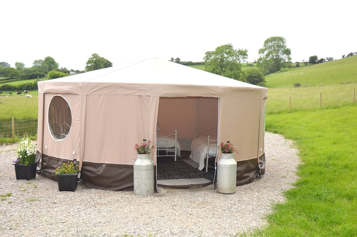 Meadow Rose own hot tub (Meadow Sweet Glamping)
