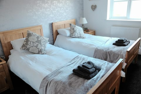 Comfortable twin room at No. 14
