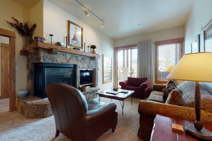 Top-floor, walk-to-lift condo w/ fireplace, W/D, shared pool/hot tubs/shuttle!