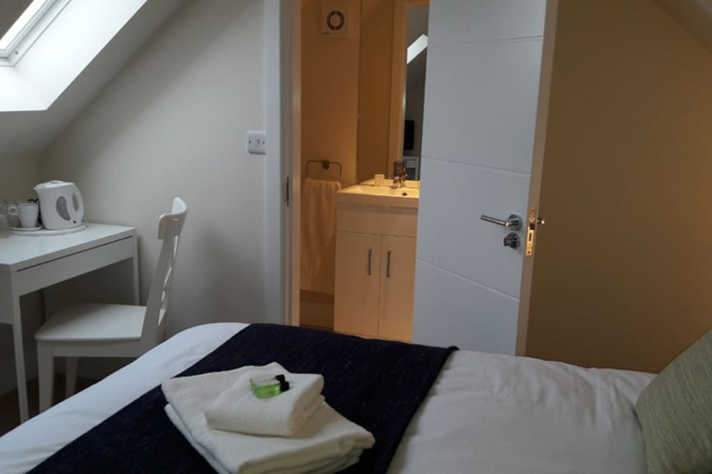 All rooms have en site showers with towels and toiletries provided.