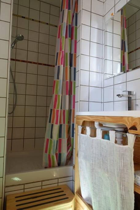 La g muloise chambre spacieuse avec salle d 39 eau casa de hu spedes en alquiler en jambles - Fotos van salle d eau ...