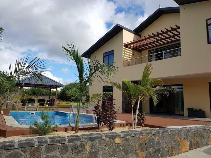 L'oiseau Bleu new villa