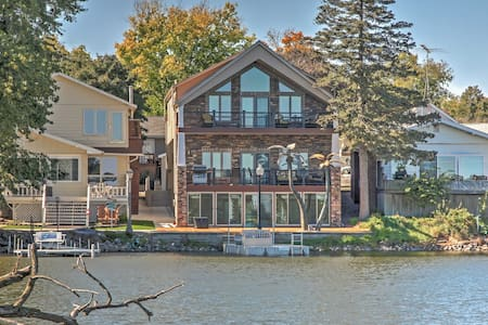 Waterfront Black Hawk Lake Home w/Game Room, Bikes