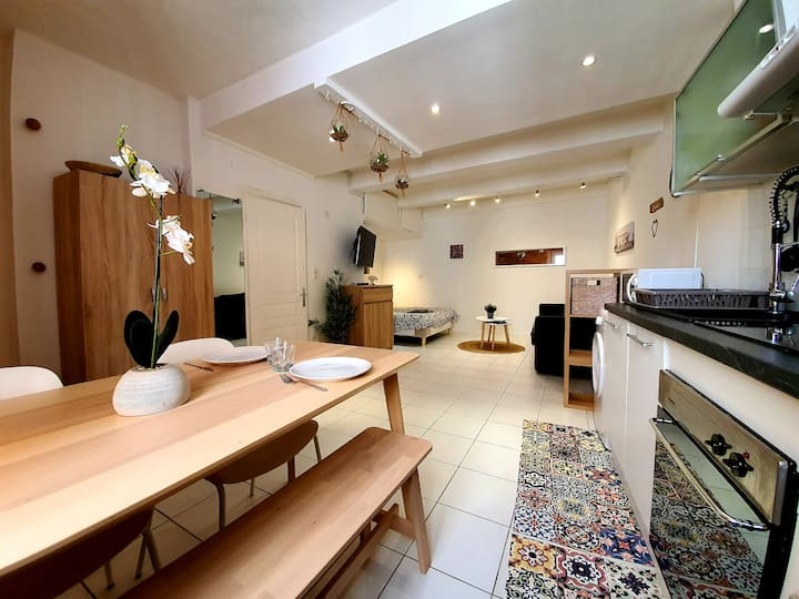 CHARMING STUDIO IN THE HEART OF ANTIBES OLD TOWN