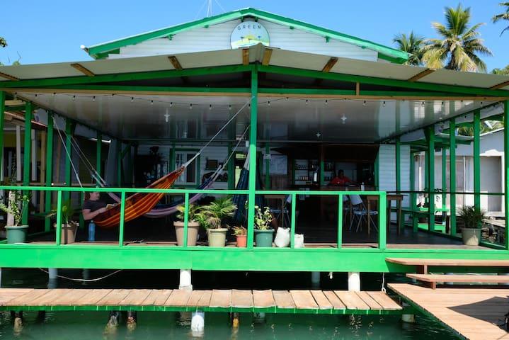 Hostal Green Coast - Dorm. Privado Cama Doble